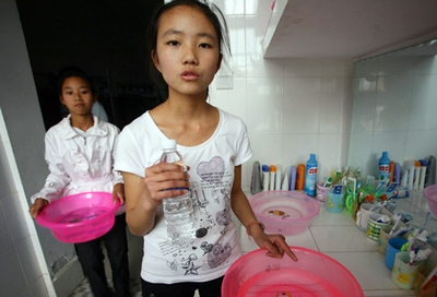 实验高中学生公寓高层无水可用 诸多不便请解决