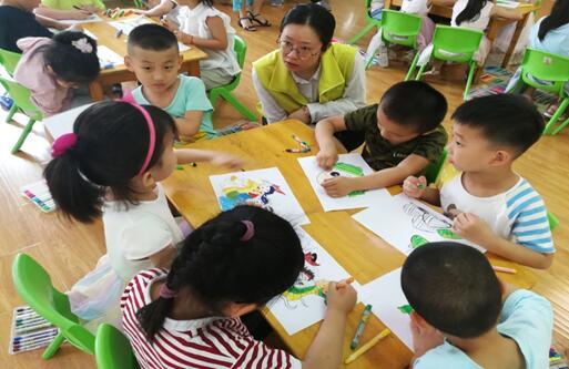小手画龙舟传承大梦想 县前街社区举办端午节主题活动