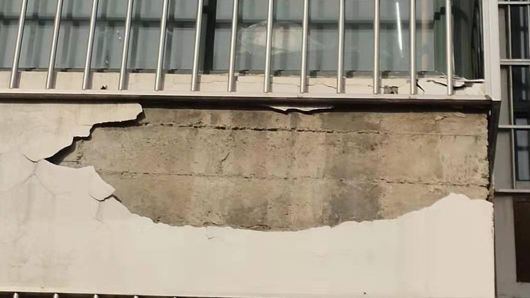 危险!杨柳国际A区20号楼外墙多次脱落无人问津