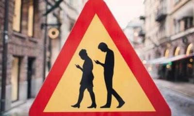 """手機不離手非常有害 """"低頭族""""須警惕""""腦子漏水"""""""