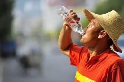 今年最强高温来袭 多地要求切实发放防暑降温费