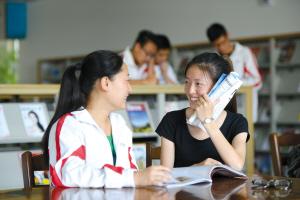 """中纪委网站:""""学生官""""充斥校园不是哈哈一笑的事"""