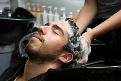 晚上洗头发和早晨洗头发,哪个危害更大?多长时间洗一次靠谱?