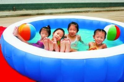 青岛1岁女童自家塑料泳池内溺水 抢救无效身亡