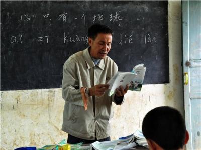 我国将招募优秀退休教师到农村中小学讲学 3年招募1万人