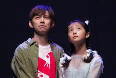 黄磊女儿多多将与何炅同台演话剧 孙莉发文感慨万千