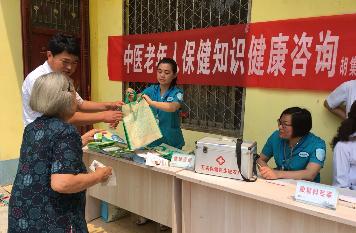 """首届""""中国医师节""""来了!基层一线医务工作者是这样过的!"""