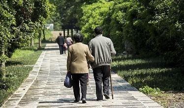 全国60周岁及以上老年人口逾2.4亿 占总人口17.3%