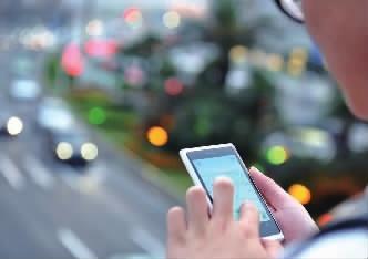 中国网民首超8亿 手机网民规模达7.88亿