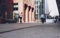 政治局:坚决遏制房价上涨 因城施策促供求平衡
