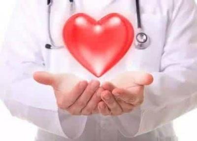 """我国迎来首个""""中国医师节"""":尊医重卫 共享健康"""
