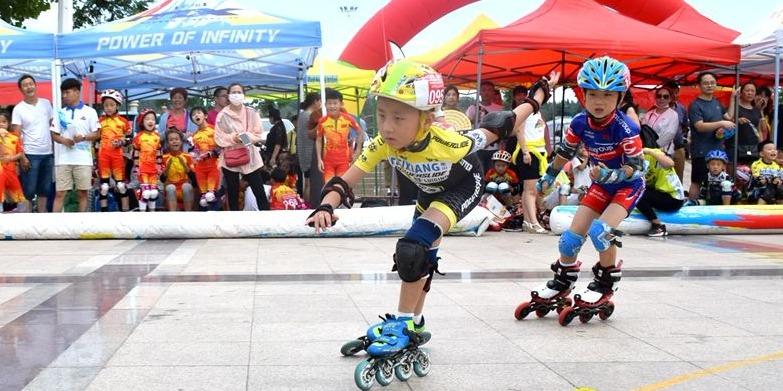 """山东省速度轮滑公开赛在邹城落幕 上演""""速度与激情"""""""