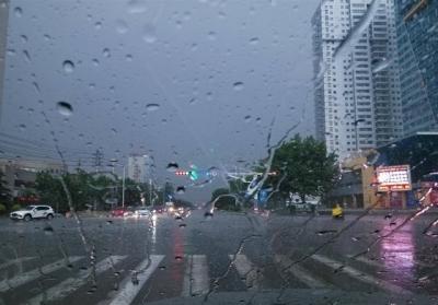 """台风""""温比亚""""来了!千赢娱乐这个周末要在雨里""""泡""""着过了!"""
