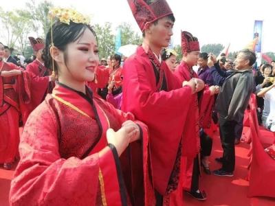 华美汉服 古礼汉韵  鱼台40对新人举行汉式集体婚礼