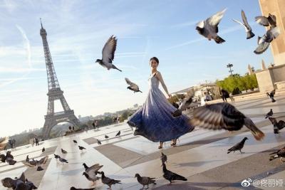 佟丽娅获法国旅游大使新身份 优雅出镜造型百变