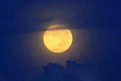 """今年中秋节比去年早了10天 正版铁算盘可欣赏到""""皓月顶空照""""美景"""