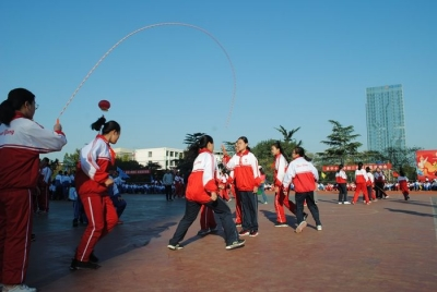 凝集体力量 展运动风采 龙8十三中第31届体育节开幕