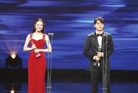 第29届中国电视金鹰奖 李易峰迪丽热巴两次捧奖杯