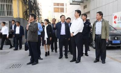 济宁市委常委、政法委书记张辉一行到市第一人民医院督导创城工作