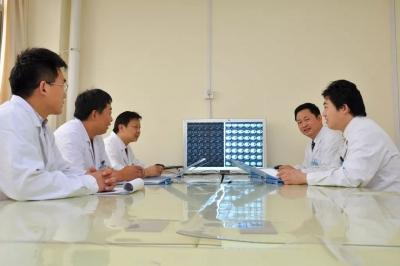 北京大学人民医院胸外科刘军教授来市二院坐诊、手术