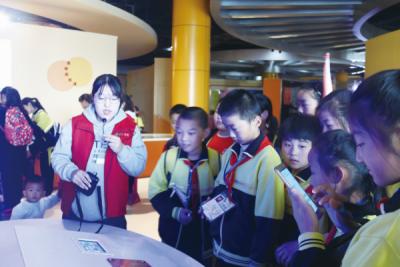 济宁高新区科技中心志愿者服务贴心,游客舒心!