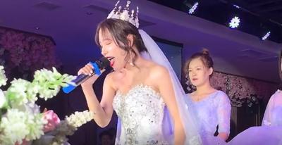 【娱乐】新娘婚礼上起范儿了,一曲《光年之外》轰动全场