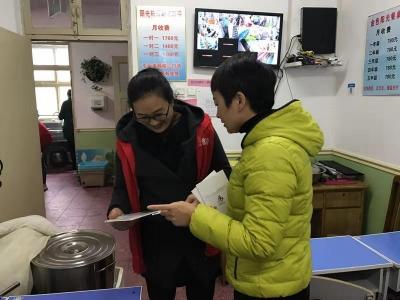 任城:古槐街道东门社区党员志愿者助力创城