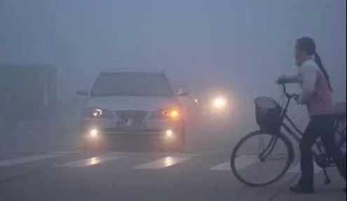 中央气象台发布大雾黄色预警 部分地区能见度不足500米