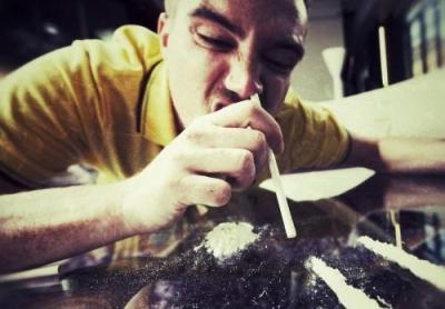 歌手陈某因吸毒、非法持有毒品被行政拘留