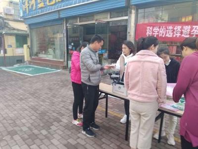 大石桥社区:开展优生优育宣传 免费发放避孕药具