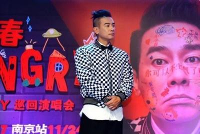 陈小春:希望儿子来自己的演唱会 要看老婆意见