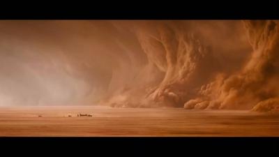 """场面震撼!沙尘暴来袭""""沙墙""""高达上百米"""