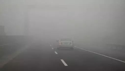 六合图库发布大雾橙色预警 局地现能见度不足50米强浓雾