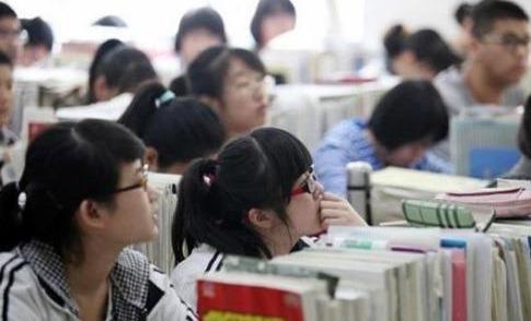 """""""高中累死,大学玩死"""":象牙塔不是游乐场"""