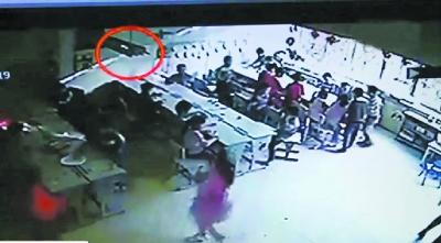 粗心!教师误开紫外线灯 32名幼儿被灼伤