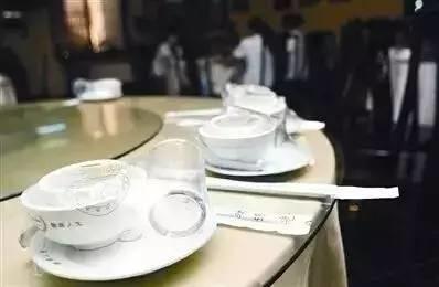 外出就餐注意了,U赢电竞这些餐馆所用餐具抽检不合格!