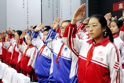 高举队旗跟党走 同心共筑中国梦 十三中召开第一次少代会