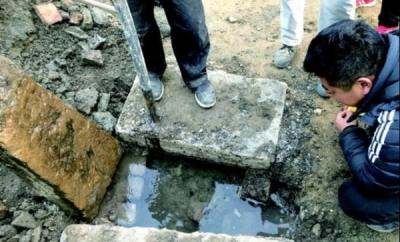 济南芙蓉街再出土老物件,数百年泉水暗渠重见天日