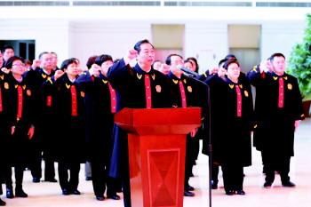 """济宁中院""""宪法日"""" 邀群众零距离了解法官那些事"""