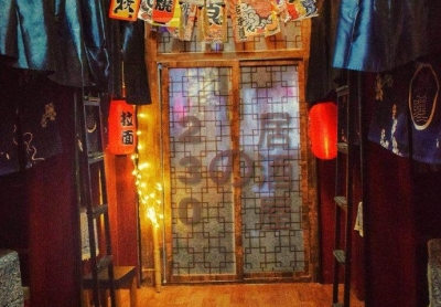 学生将寝室打造成日式小酒馆 男孩都这么精致吗