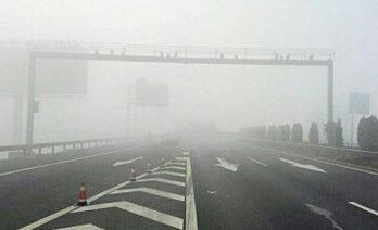 多市降温降雪 山东超百个高速收费站临时封闭