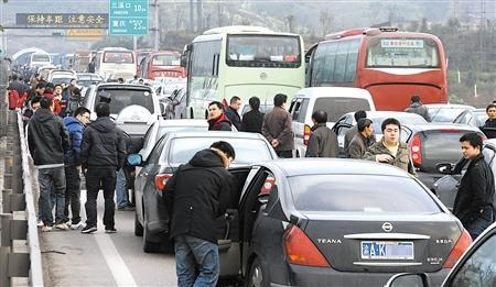 【平安春运】高速路上开车,怎么预防事故的发生?
