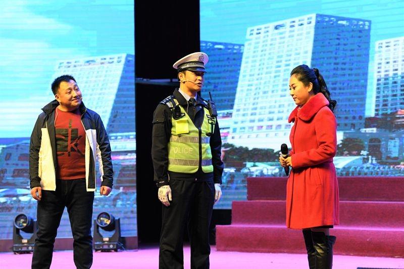 """""""平安春运 交警同行""""2019济宁市交通安全巡演启动"""