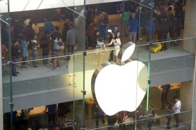 "iPhone订单""冷飕飕"",供应链员工今年过年不加班"