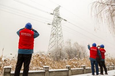 供电公司开展雪后特巡 确保电网安全稳定运行