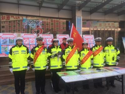 【聚焦春运】春运首日 济宁交警在行动