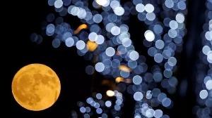"""2019年将发生三次""""超级月亮""""!你想和谁一起看?"""