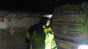 济宁:躲躲藏藏也没用,凌晨五辆大货车超载被抓