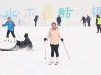 寒冷冬季滑雪嗨起来!