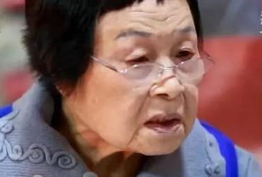 """82岁""""毒舌""""奶奶65年撮合1940对男女!网友:奶奶救我"""